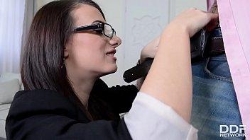 Die Dame Mit Dem Arsch Großer Fake Brüste Bekommt Viel Ficken Im Büro