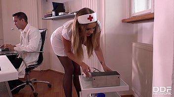 Sexo En La Clínica Con Una Enfermera-Dominado Y Jodido En El Culo