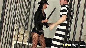Sexy Mujer Policía Teniendo Sexo En Una Cárcel Con Un Hombre Varonil
