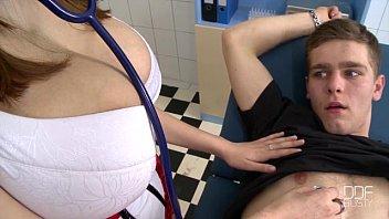 Porno Mamada Por Parte De Una Enfermera Que Tengo Las Tetas Muy Grandes