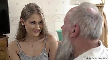 Un Abuelo Con Barba Que Está Follando Con El Vecino De 24 Años