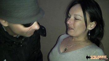 Lola Bekommt Blowjob Auf Der Blocktreppe Und Sex Von Zwei Männern