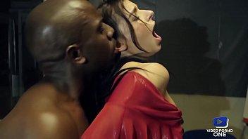 Sophia Wird Nachts Im Schwarzen Büro Mit Ihrem Großen Schwanz Gefickt