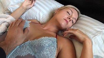 Monica Pink Se Despierta Con Una Polla Negra De 30 Cm