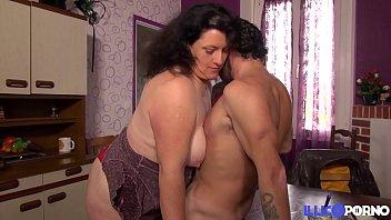 Reife Hausfrau Beim Sex Mit Vater Und Sohn