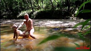Sexo En La Playa, Una Gran Mierda En El Río Xxx Porno Taranci