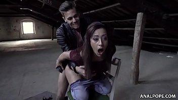 Sex Auf Dem Dachboden Des Hauses, Sie Fickt Ihren Freund Auf Dem Stuhl